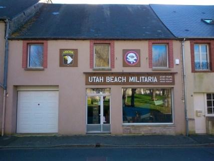 Enseignes-Utah-Beach-Militaria-Ste-Marie-du-Mont-2