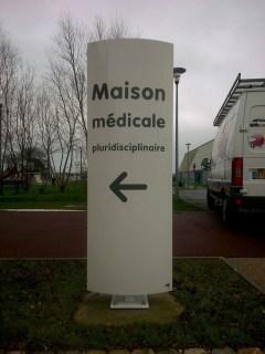 Totem-Maison-medicale-Quettehou