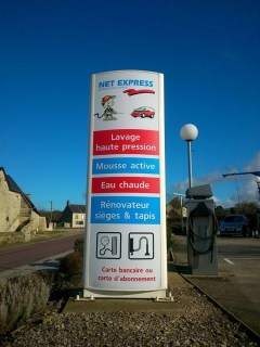Totem-lumineux-Lavage-Net-Express-Ste-Mere-Eglise